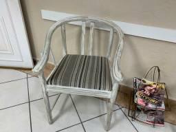 2 cadeiras em patinos