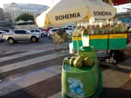 Vende-se este  carrinho de água de côco!