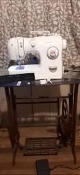 Máquina de costura Singer fashion com mesa
