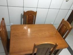 Mesa com 4 cadeiras em angelim pedra