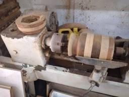 Torno para serviços em madeira