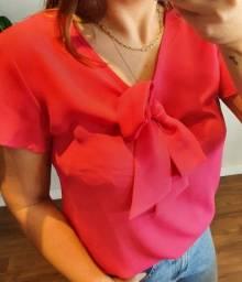Camisa de manga curta rosa com laço