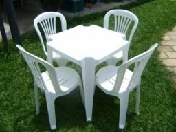Jogo com 4 cadeiras