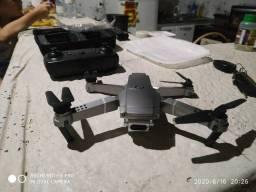 Drone E68 novo nunca usado 3 baterias