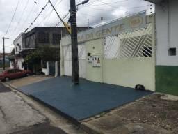 Linda casa grande na avenida Carvalho leal