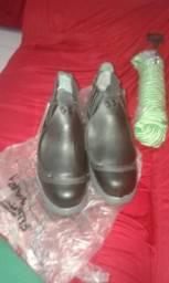 Vendo bota, catraca de amarração e corda de 20 metros