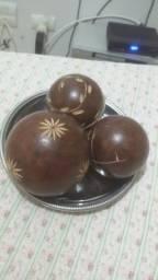 Enfeites ocos de imbuia bolas decoradas e suporte de inox