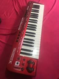 Teclado MIDI Behringer umx490 4oitavas