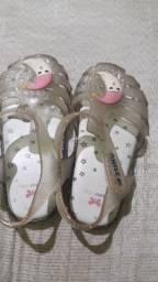 Vendo 2 sandalhinhas !!!