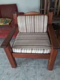2 cadeiras de madeira e estofados!