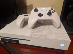 Xbox One S - 2 Controles