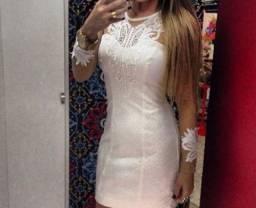 Vestido Branco off White e tule cor da pele