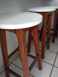Conjunto de 4 bancos de madeira