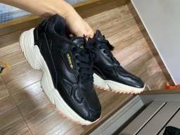 Tênis adidas número 37 usado apenas 4x , está novinho!! 180$ pra vender logo!!