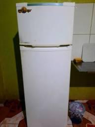 Vendo essa geladeira  com defeito !!
