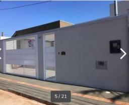 Casa ampla com 3 quartos + edícula - Quintal, Jardim. Linda e arejada!
