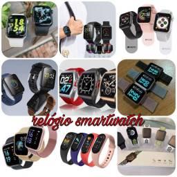 Vários modelos de smartwatch na promoção
