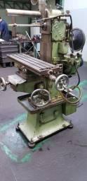 Fresadora universal marca Fermazan ,curso da mesa 400 mm  transversal 300mm altura 400mm