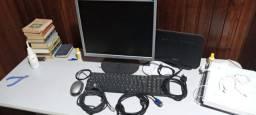 Vendo monitor e mas os cabos, funcionando perfeitamente..