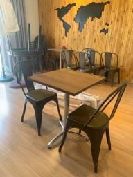 4 mesas e 10 cadeiras