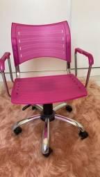 Cadeira rosa giratória