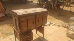Baú antigo grande madeira e ferro