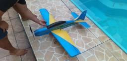 Aeromodelo a29 tucano novinho completo com rádio jr 4 canais e baterias
