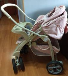 Carrinho de Bebê Burigotto, com bebê conforto