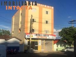 Peq. apto (ampla kit net) no Centro de Araxá