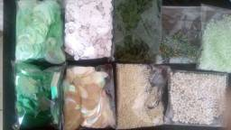 Kit com 8 pacotes de paetê e miçangas e vidrilhos