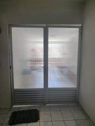 Vendo porta de alumínio com vidro