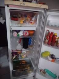 Vendo geladeira funcionando perfeitamente