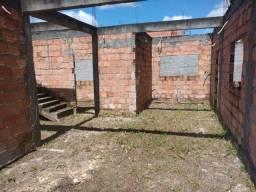GI12AR - Terreno com construção em Dias D'Ávila *