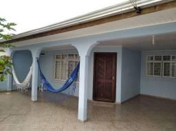 Casa Em Paranaguá Com Ótima Localização.