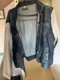 Jaqueta jeans seminova com manga de moletom
