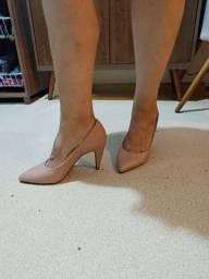 Sapato salto médio nude 37 pouco uso
