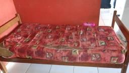 Uma cama solteiro a venda por 300,00