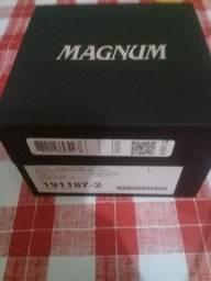 Relógio Magnum usado poucas vezes apenas 400 reais aceito cimento  no pagamento 10 saca