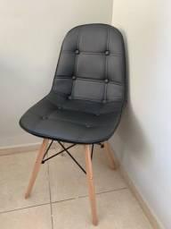 Conjunto 4 Cadeiras Dkr Charles Eames Wood Estofada Botonê - Preta