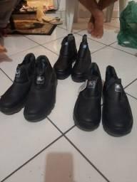 Vende se 3 botas   novas bico e fundo de aço  50 reias cada