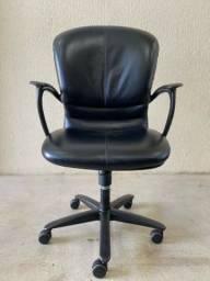 Cadeira escritório couro regulagem rotativa gerente