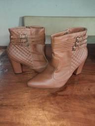 Vendo 2 botas por R$120,00, numeração 36 (Apucarana PR)