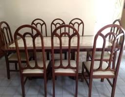 Conjunto de mesa para sala de jantar com 08 cadeiras.