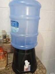 Dispenser de água mais O vasilhame