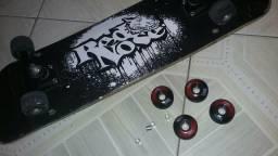 Skate RedNose + 4 Rodas de skate RedNose