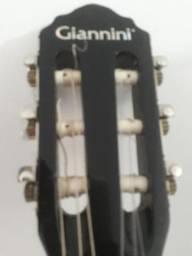 Vendo este violão