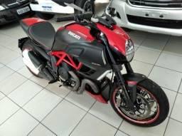Ducati Diavel Carbon 2014 Novíssima comprar usado  Umuarama