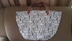 Bolsas da famosa marca Abercrombie & Fitch