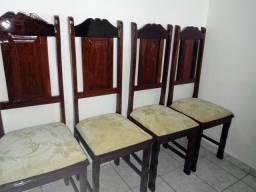 6 cadeiras Madeira maciça 450 reais