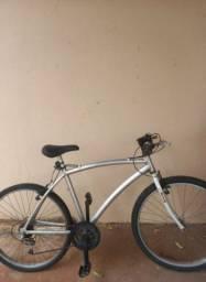 Bicicleta de alumínio aro 26. (Em ótimo estado).